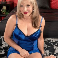 Curvy blonde MILF over 60 Luna Azul exposing large natural tits in sexy lingerie