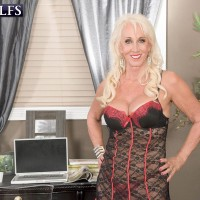 Sexy mature MILF Madison Milstar posing in hot lingerie before jerking dick