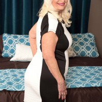 Curvy blonde grandmother Vikki Vaughn exposing big mature butt