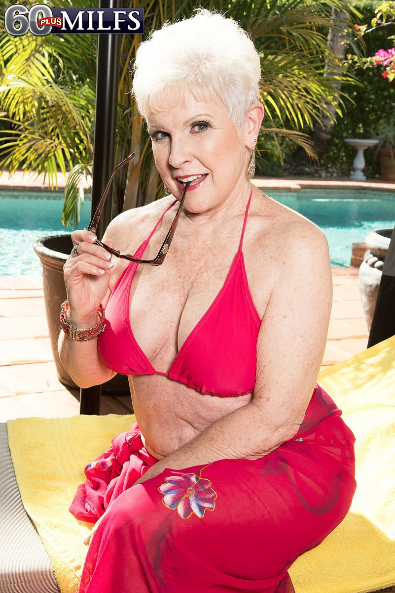 image Over 60 mature model pearl shows us her granny body and pier