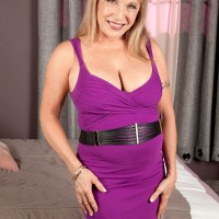 The best mature mobile porn with hot granny models like Luna Azul is found here