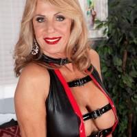 Leggy blonde granny Phoenix Skye flashing upskirt underwear before giving BJ
