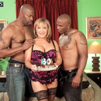 Busty mature pornstar Luna Azul having hardcore interracial MMF in stockings