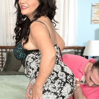 Thick over 50 MILF Victoria Versaci seduces a younger guy with her big booty