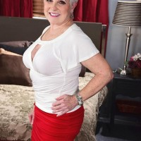 Horny grandma Jewel hikes her skirt and pulls down panties to seduce a man