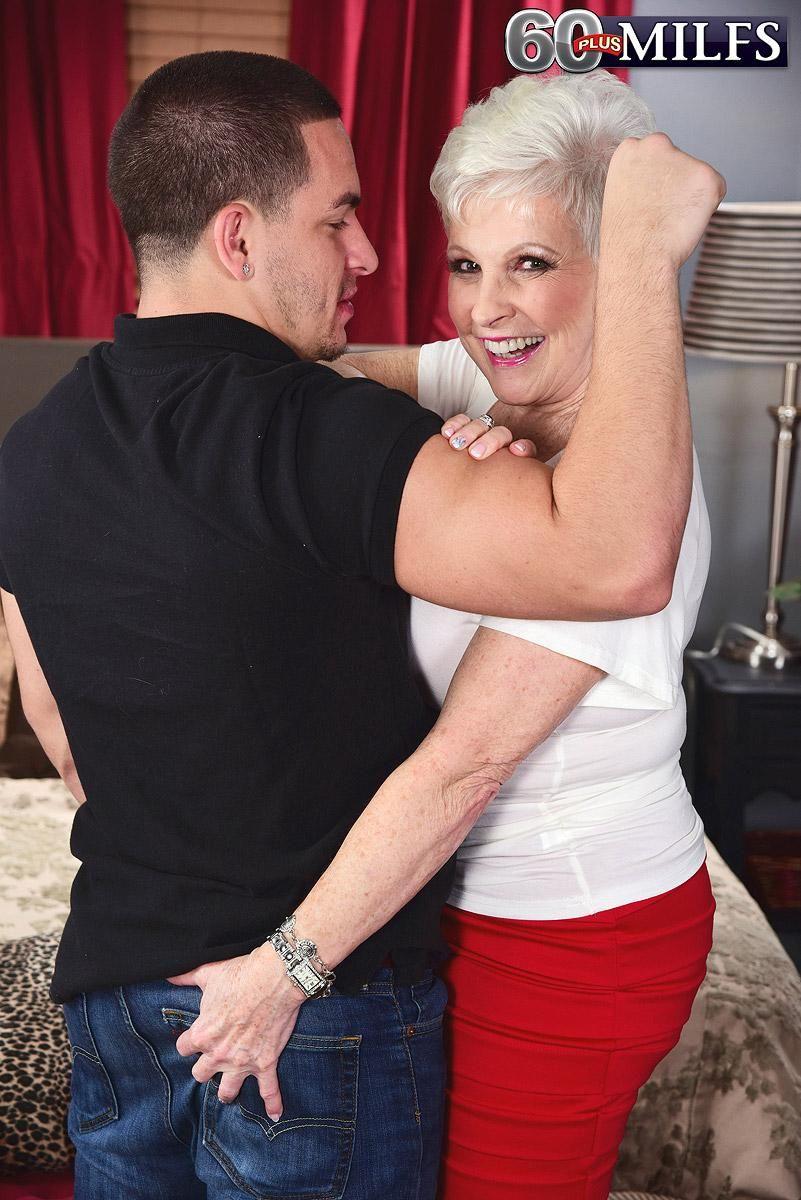 Horny grandma Jewel hikes her skirt and pulls down panties to seduce a man
