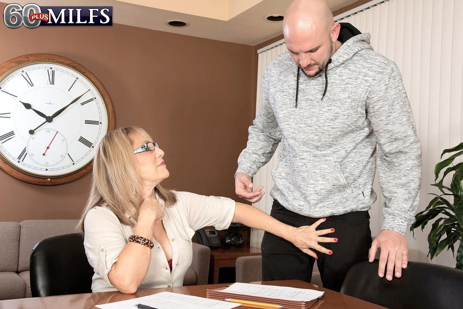 Hot 60+ woman Luna Azul has her blouse loosened by younger man in her office