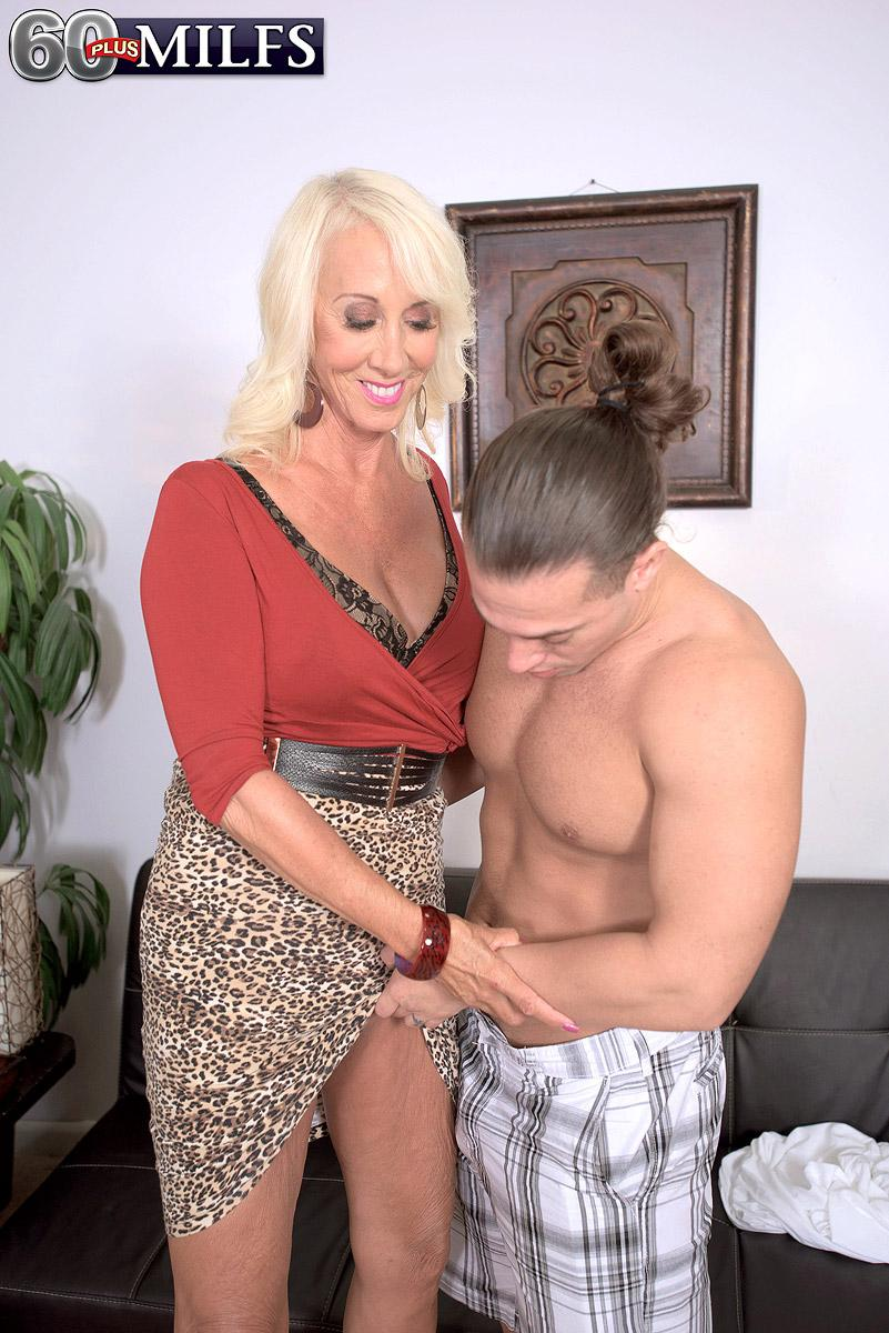 Experienced blond XXX star Madison Milstar extracting large all natural tits before hard-core sex