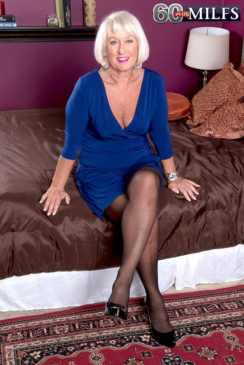 Showing images for fully clothed milf xxx