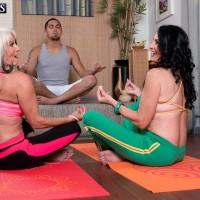 Grandmother porno stars Sally D'Angelo and Rita Daniels press big juggs together in Three way