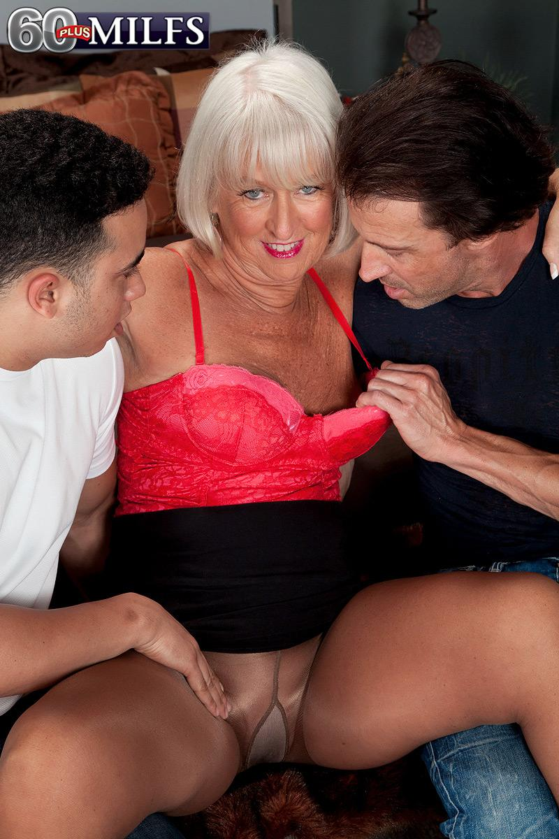 Hose clad older dame Jeannie Lou vaunting large ass before MMF three way