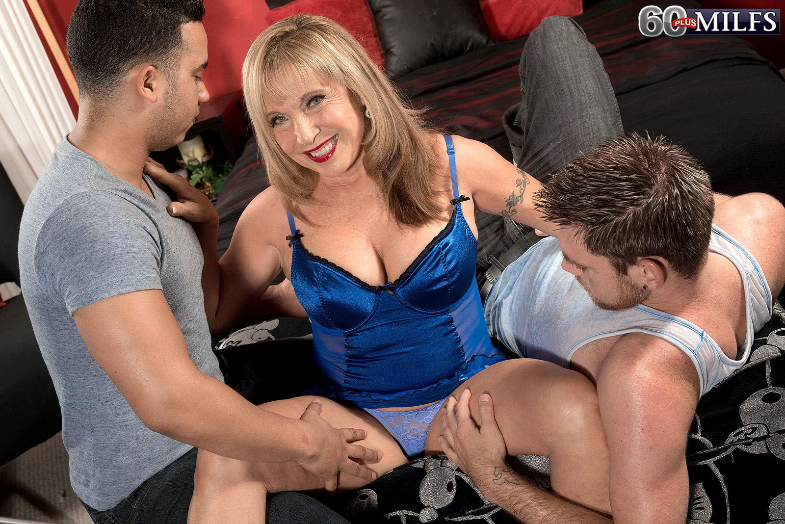 Lingerie garmented light-haired grandmother Luna Azul releasing monster-sized breasts before MMF three-way sex