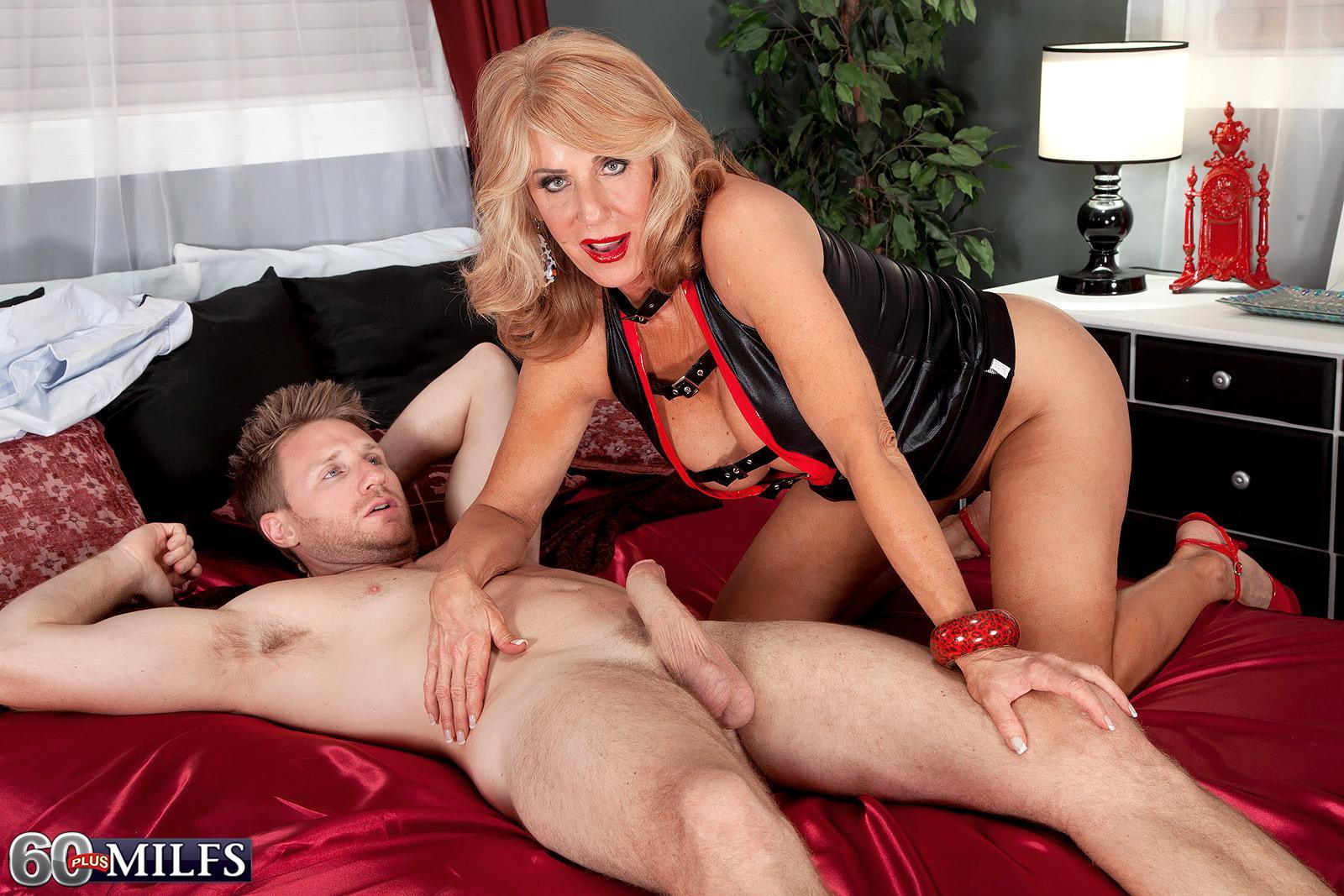 Long-limbed yellow-haired grandma Phoenix Skye giving massive boner handjob and oral pleasure in high-heels