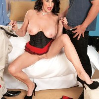 Lumbering older XXX adult starlet Rita Daniels giving two sausages fellatio in MMF threesome