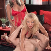 Older blondes Sally D'Angelo and Cara Reid giving double oral job during Three way