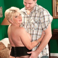 Round older first-timer DeAnna Bentley unsheathing large breasts in hose before BJ