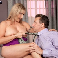 Sandy-haired grandmother Luna Azul unsheathing huge all-natural boobs for nip munching seduction