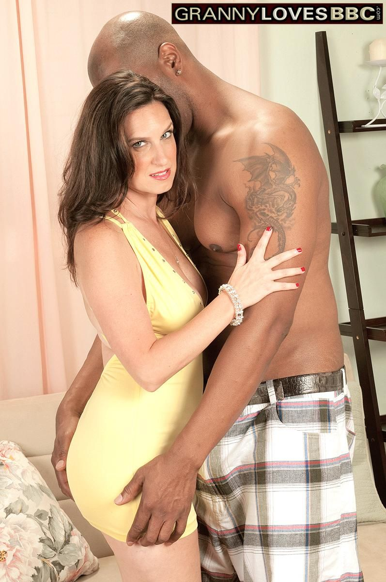 Alluring granny Gillian Sloan showcases her smoothly-shaven snatch with help from ebony toy man