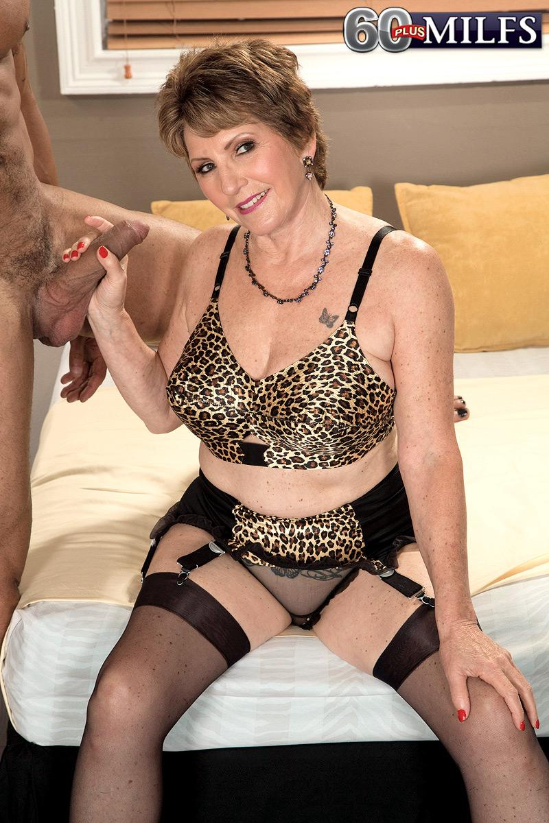 Stocking garmented granny Bea Cummins giving BBC hand-job in high heels and girdle